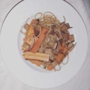 Gebratener Tofu mit Spaghetti und Möhren